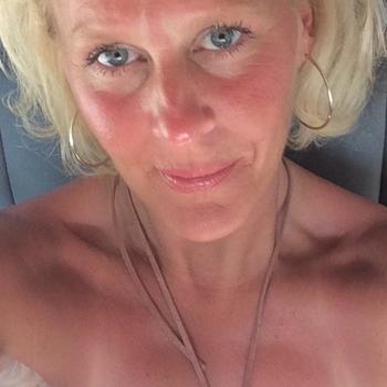 julchen, Frau 46 jahre alt sucht einen Mann